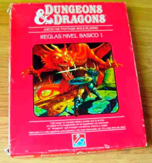Caja roja de Dungeons & Dragons en la edición española de Dalmau